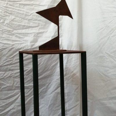 Kocorona I, Staal, H 60 houten sokkel,H 65 € 225